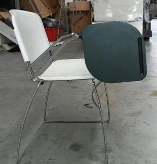 Sedie Ribaltina Usate.Sedia In Polipropilene Bianca Di Design Con Tavoletta