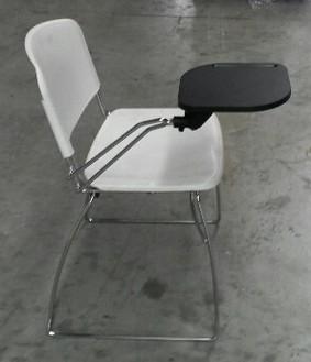 Sedia in polipropilene bianca di design con tavoletta for Sedie design grigie